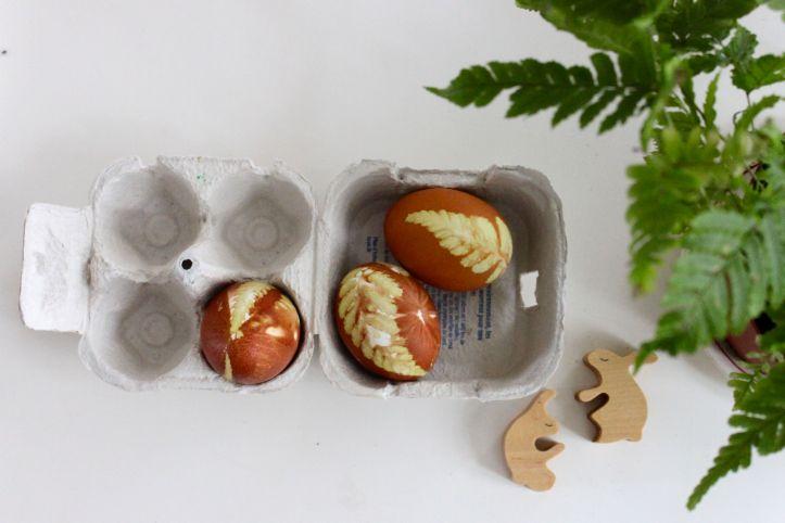 DIY oeufs de Paques naturels oignon rouge