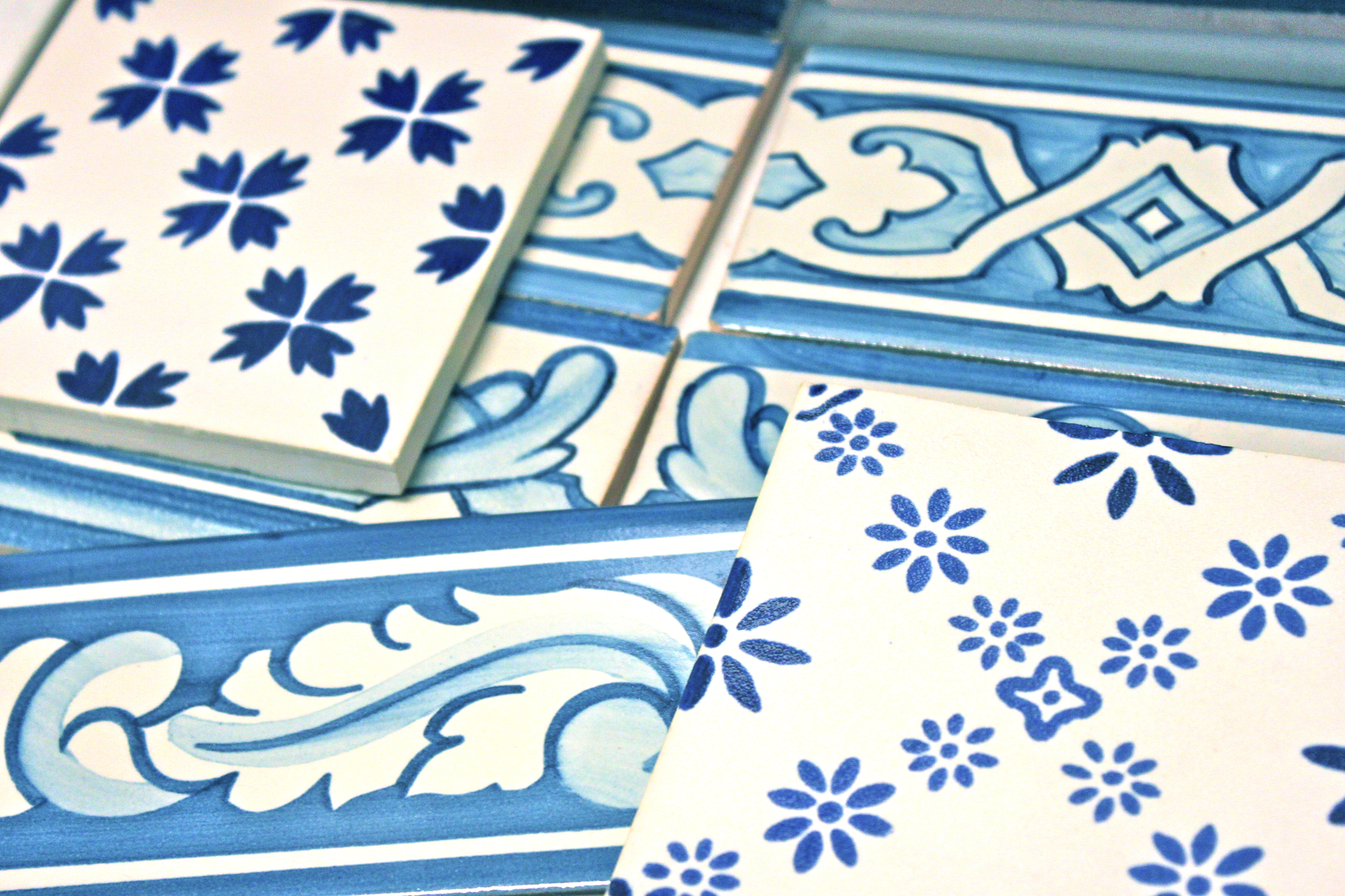 Ceramis azulejos les carreaux du portugal so many paris for Carreaux faience anciens