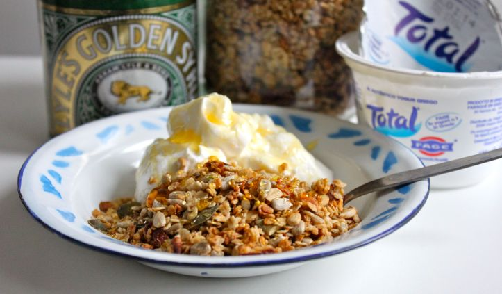 Yaourt grec Total, granola et Golden Syrup1