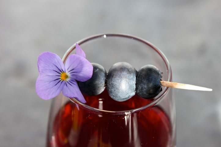 Midsommar - Recette aperitif suedois - kir cassis