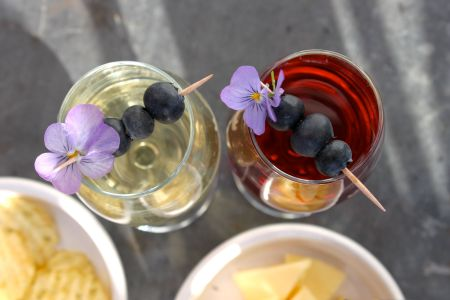 Midsommar - Recette aperitif suedois - kir, chips à l'aneth et fromage suédois