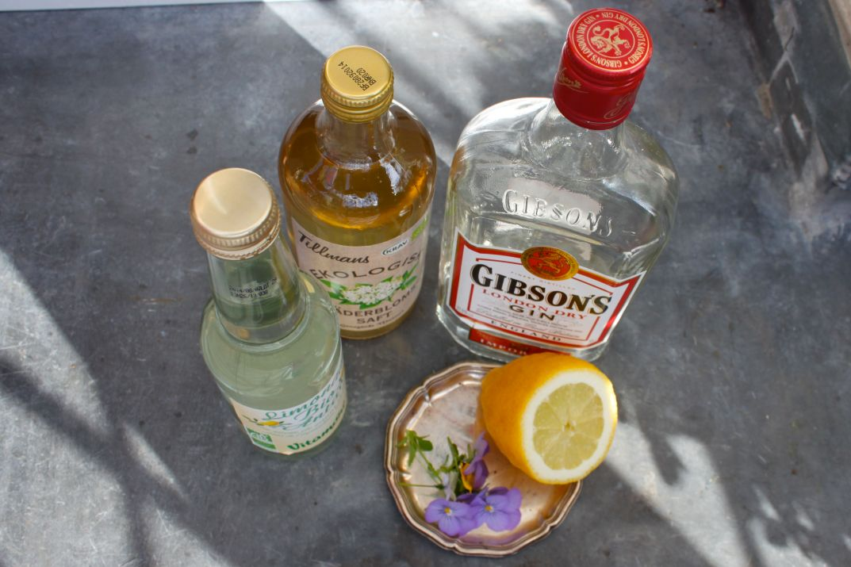Cocktail suédois Midsommar Blues Gin Sirop Sureau Elderflower Citron