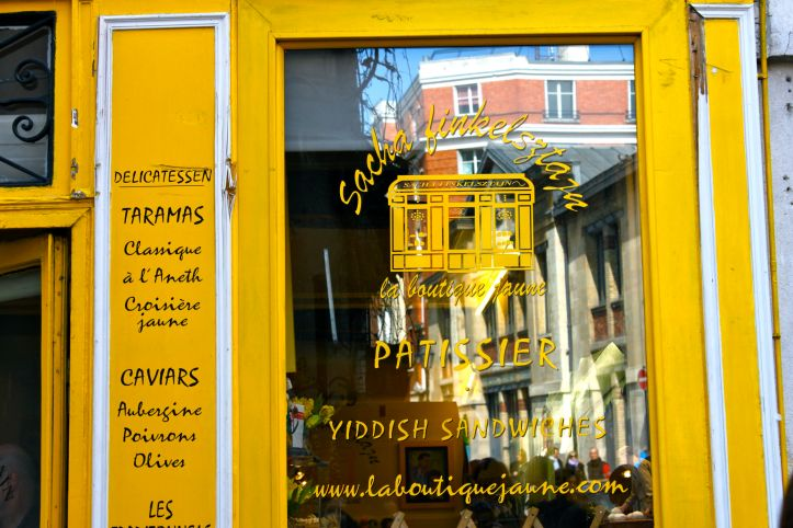 Boutique jaune vitrine