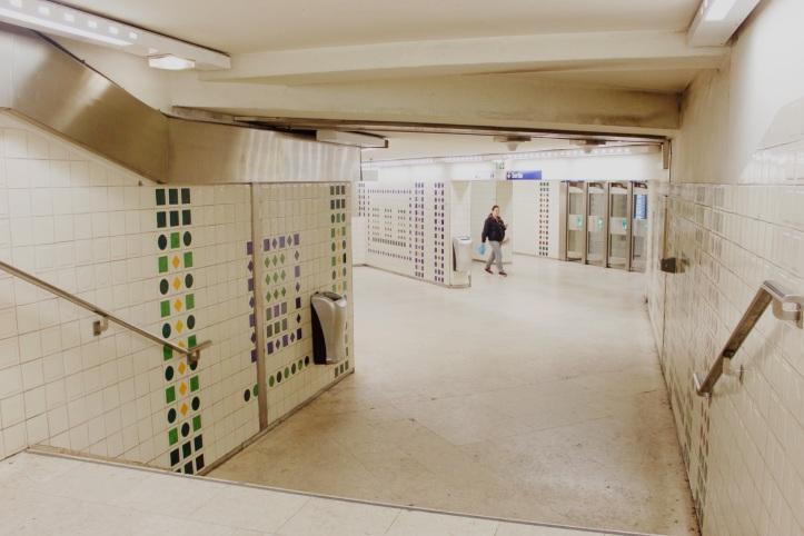 Fresque azulejos Cargaleiro metro Champs-Elysees Clemenceau 1