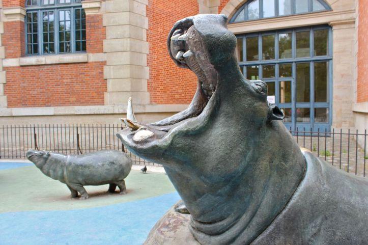Statues hippopotames Menagerie Jardin des Plantes 2