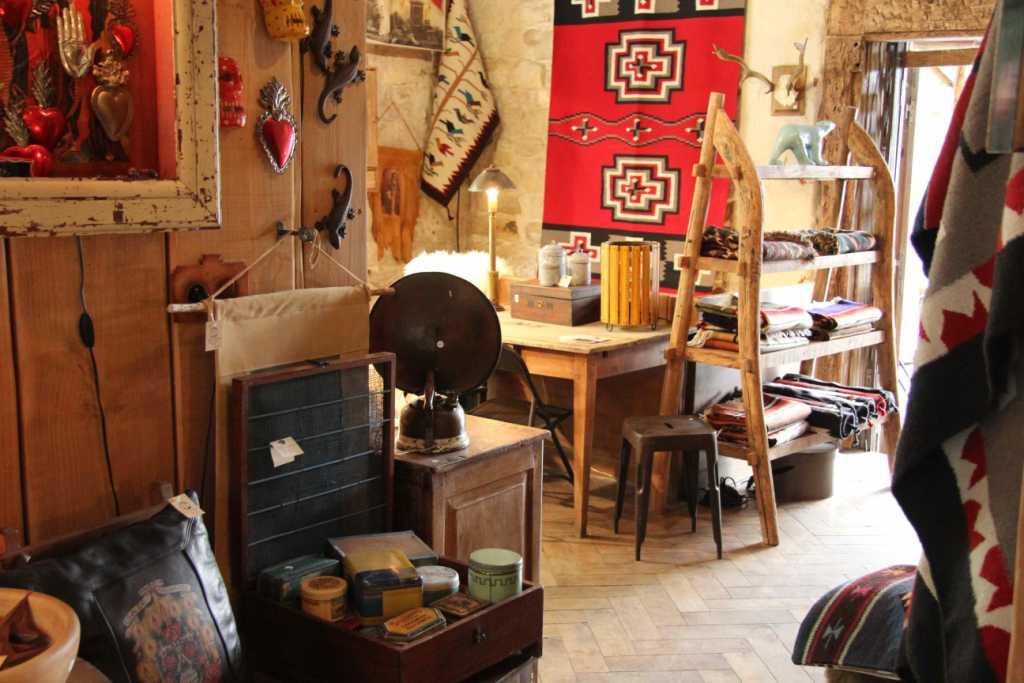 la cabane de l ours la boutique venue du far west so many paris. Black Bedroom Furniture Sets. Home Design Ideas