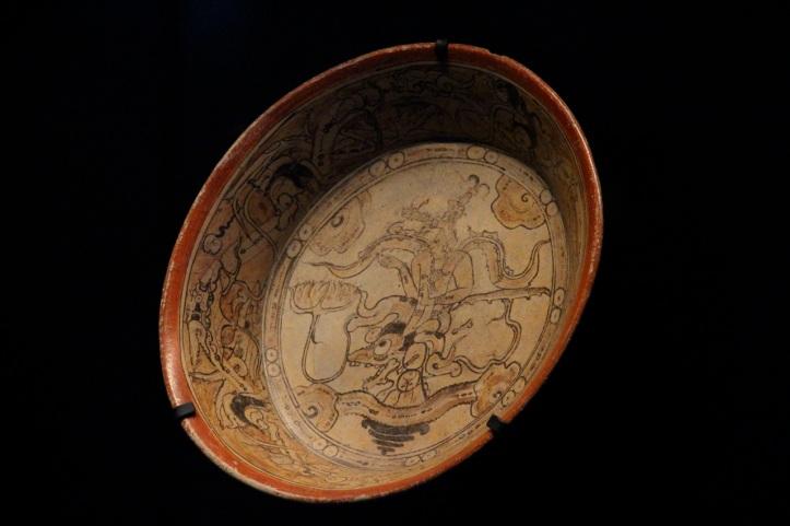Plat polychrome Calakmul, Musee du Quai Branly, 70.2001.36