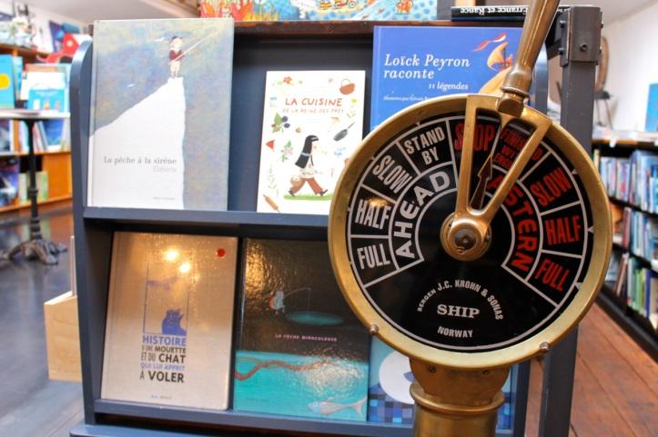 Peniche Librairie L eau et les reves Paris 2
