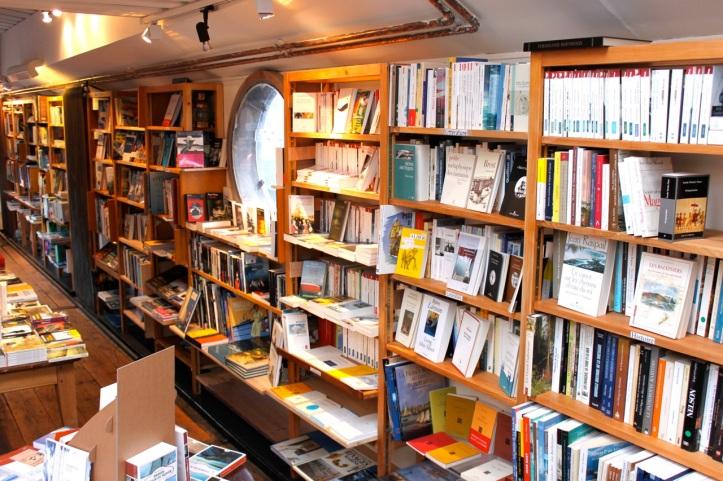 Peniche Librairie L eau et les reves Paris 5