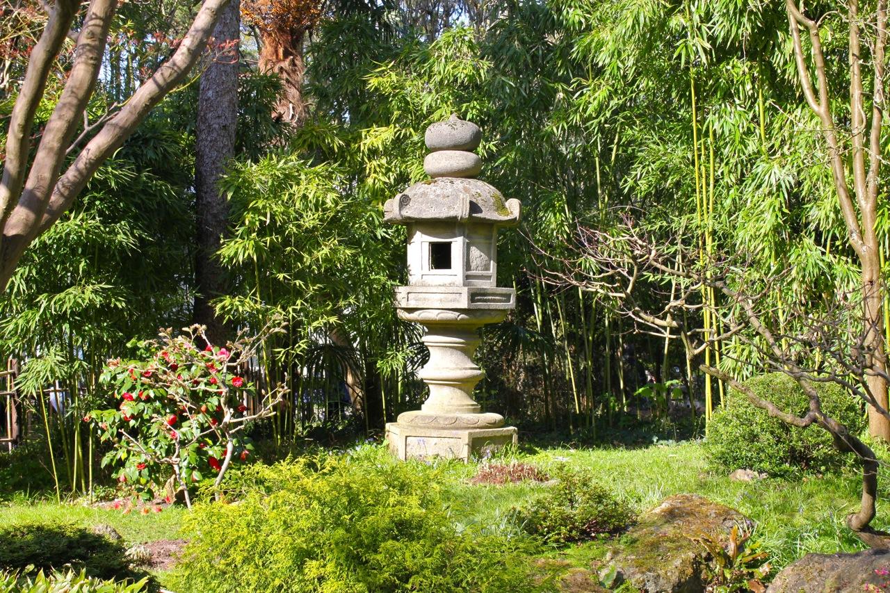 Les deux jardins japonais du mus e albert kahn so many paris for Lanterne jardin zen