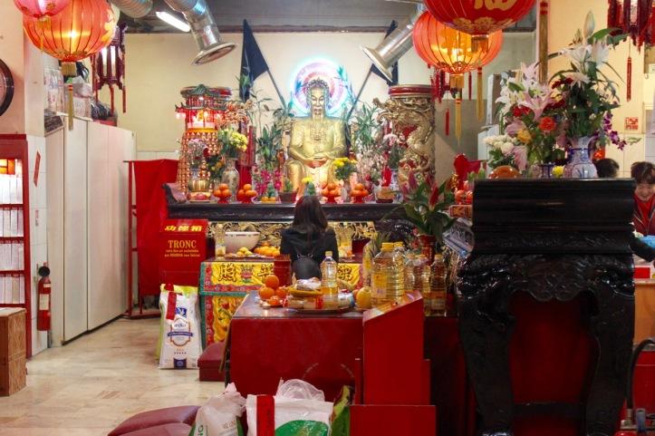 autel-de-bouddha-rue-du-disque-paris-7