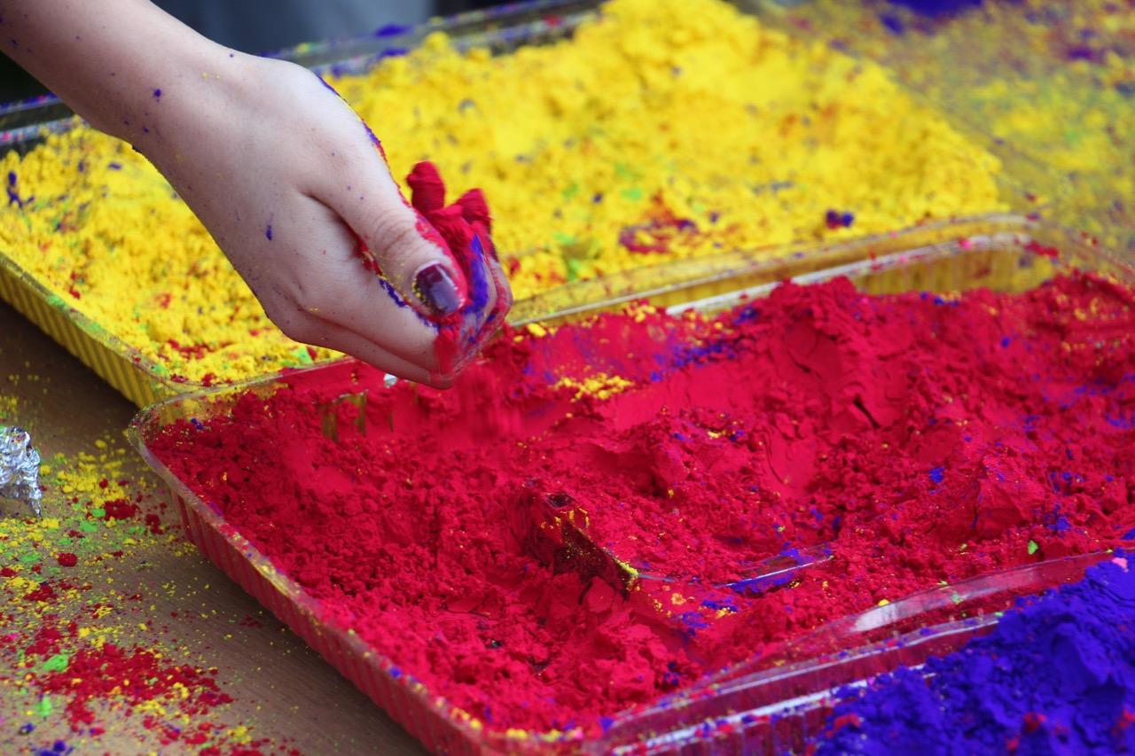 Holi paris la f te de la maison de l inde la ciup for Signification des couleurs dans une maison